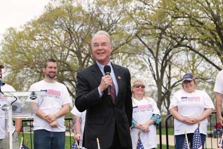 U.S._Congressman_Tom_Price_speaking_at_Freedomworks_New_Fair_Deal_Rally_outside_the_US_Capitol.jpg